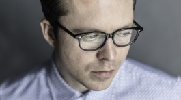 NEWS: TOM VEK: TOUR DATES AND NEW SINGLE 'PUSHING YOUR LUCK'