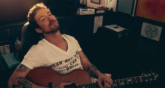 LIVE: FRANK TURNER / PJ BOND – 10/08/2015