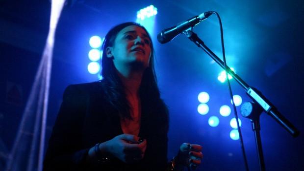 NADINE SHAH SHARES NEW TRACK 'HOLIDAY DESTINATION' ALONGSIDE 2017 UK TOUR DATES