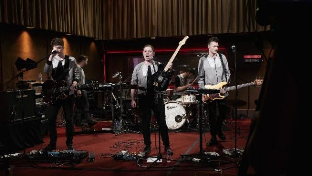 WATCH EVERYTHING EVERYTHING PERFORM LIVE ON LOW FOUR
