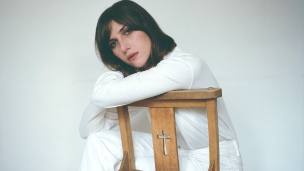 ALDOUS HARDING REVEALS 'BLEND' VIDEO & AUTUMN UK TOUR
