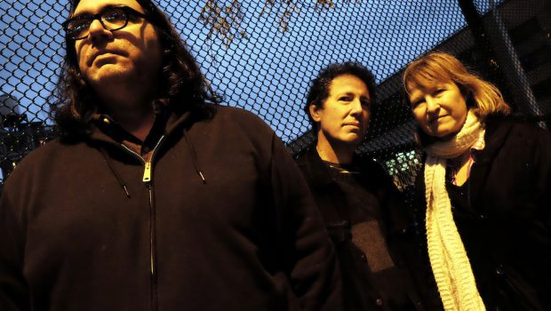ALBUM: YO LA TENGO - THERE'S A RIOT GOING ON