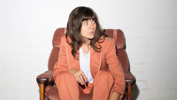 "COURTNEY BARNETT SHARES BRAND NEW SINGLE ""EVERYBODY HERE HATES YOU"""